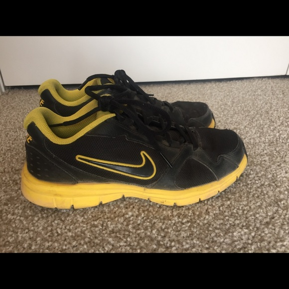 Black and yellow Nike Tennis Shoes size 6.5